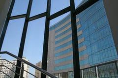 Arquitetura moderna do arranha-céus imagens de stock