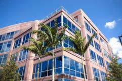 Arquitetura moderna do prédio de escritórios imagens de stock