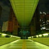 Arquitetura moderna em Shinjuku ocidental na noite Foto de Stock