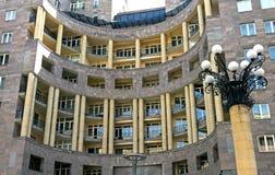 Arquitetura moderna em Yerevan imagem de stock royalty free