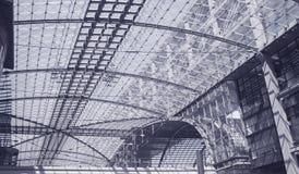 Arquitetura moderna no estação de caminhos-de-ferro de Berlim. fotografia de stock