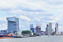 Arquitetura moderna no porto de Rotterdam, Países Baixos Foto de Stock Royalty Free