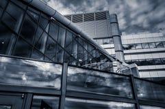 Arquitetura moderna no porto interno em Baltimore fotografia de stock