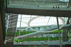 Arquitetura moderna, projeto de espaço interior de construção Foto de Stock Royalty Free