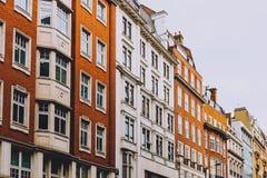 Arquitetura no centro de cidade de Londres em Mayfair imagem de stock royalty free