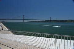 Arquitetura nova em Lisboa, Portugal O MAAT Foto de Stock