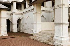 Arquitetura, retro, vintage, alvenaria, tijolo branco, vermelho, estrutura do ferro forjado, Europa, Itália imagens de stock