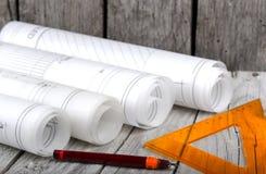 A arquitetura rola modelos do arquiteto dos planos arquitetónicos Imagens de Stock