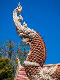 Arquitetura, serpente da escultura com fé. Imagem de Stock