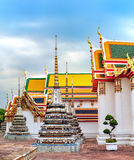 Arquitetura tailandesa clássica de Wat Pho, Tailândia Fotos de Stock