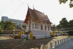 Arquitetura tailandesa do templo no si Muang de Thung do wat em Ubon Ratchatha Imagens de Stock
