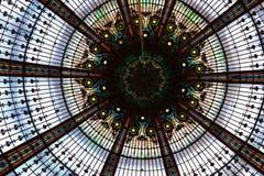 Arquitetura, teto do palácio em Versalhes, França: Jardins do palácio de Versalhes perto de Paris, França foto de stock royalty free