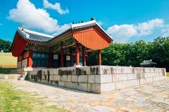 Arquitetura tradicional coreana dos túmulos reais de Yungneung e de Geolleung em Coreia imagens de stock royalty free