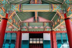 Arquitetura tradicional coreana dos túmulos reais de Yungneung e de Geolleung em Coreia foto de stock royalty free