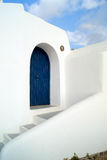 Arquitetura tradicional da vila de Oia na ilha de Santorini Fotografia de Stock Royalty Free