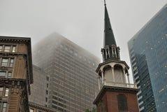Arquitetura urbana de eras diferentes em um quadro Imagem de Stock