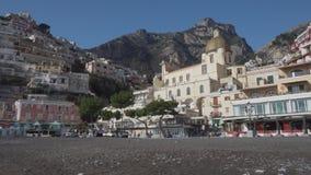 Arquitetura velha de Positano e igreja de Santa Maria Assunta filme