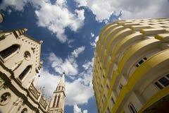 Arquitetura velha e nova Fotografia de Stock Royalty Free