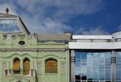 Arquitetura velha e nova Fotos de Stock Royalty Free
