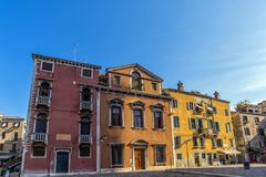 Arquitetura Venetian tradicional no sol de ajuste fotos de stock