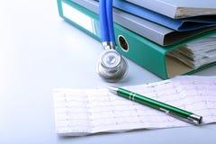 Arquivo do dobrador dos livros, estetoscópio e prescrição de RX isolados no fundo branco Fotografia de Stock Royalty Free