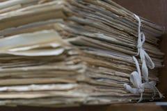 Arquivos velhos no dobrador velho imagens de stock royalty free