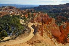 Arrástrese en el borde de Bryce Canyon Amphitheater, Utah Fotos de archivo