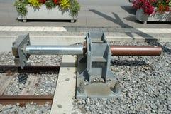 Arrêt d'amortisseur à l'extrémité des voies de chemin de fer Images libres de droits
