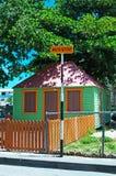 Arrêt d'autobus, barrière en bois, Philipsburg, centre, des Caraïbes image libre de droits