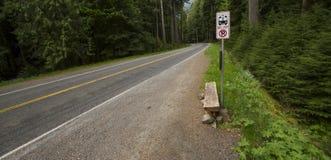 Arrêt d'autobus rural photos stock