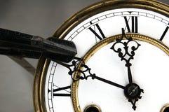 Arrêt de bride de charpentier l'horloge Image libre de droits