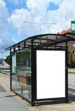 Arrêt de bus avec le bilboard blanc HDR Images stock
