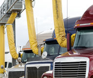 Arrêt de camion avec des évents de climatiseur photos stock