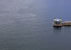 Arrêt de ferry dans l'océan Images stock