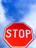 Arrêt de signe de route Images libres de droits