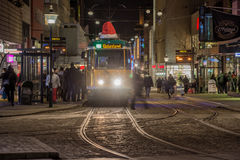 Arrêt de tram au temps de Noël Photos stock