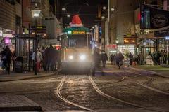Arrêt de tram au temps de Noël Photos stock