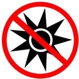 Arrêt optique d'avertissement de rayonnement ne pas écrire le panneau routier rouge d'interdiction de cercle d'isolement sur le f Photographie stock