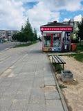 arrêt Vilnius Pilaite de kiosque à journaux et d'autobus images libres de droits