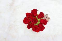 Arrêtez et sentez le concept de roses Photo libre de droits