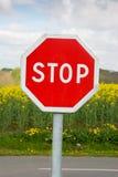 ARRÊTEZ le poteau de signalisation photographie stock