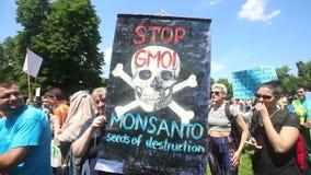 Arrêtez le signe d'OGM banque de vidéos
