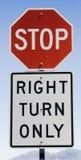 Arrêtez le signe et tourne-à-droite seulement Images libres de droits