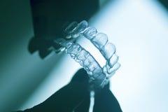 Arrêtoirs dentaires clairs de dents images libres de droits