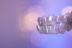 Arrêtoirs dentaires invisibles photographie stock libre de droits