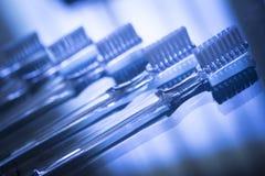 Arrêtoirs dentaires invisibles d'accolades de dispositifs d'alignement de parenthèses de dents image libre de droits