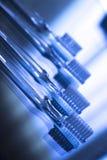 Arrêtoirs dentaires invisibles d'accolades de dispositifs d'alignement de parenthèses de dents photographie stock libre de droits