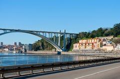 Arrabida桥梁的零件在波尔图,葡萄牙 图库摄影