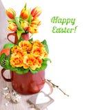 Arragement Πάσχας με τα λουλούδια και τα αυγά άνοιξη στο ξύλο, SPA κειμένων Στοκ εικόνες με δικαίωμα ελεύθερης χρήσης