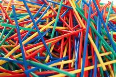 Arragement malpropre des pailles en plastique Image stock